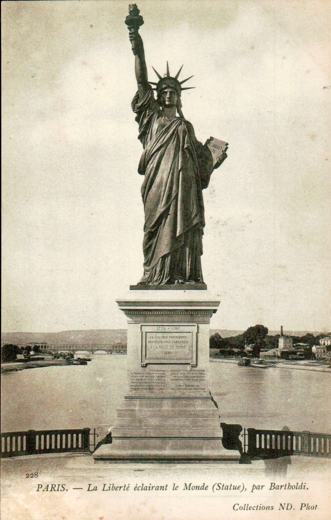Carte postale ancienne de La liberté éclairant le monde par Bartholdi.