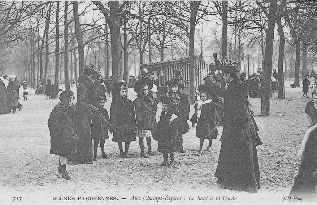 Aux Champs-Elysées: Le saut à la corde.