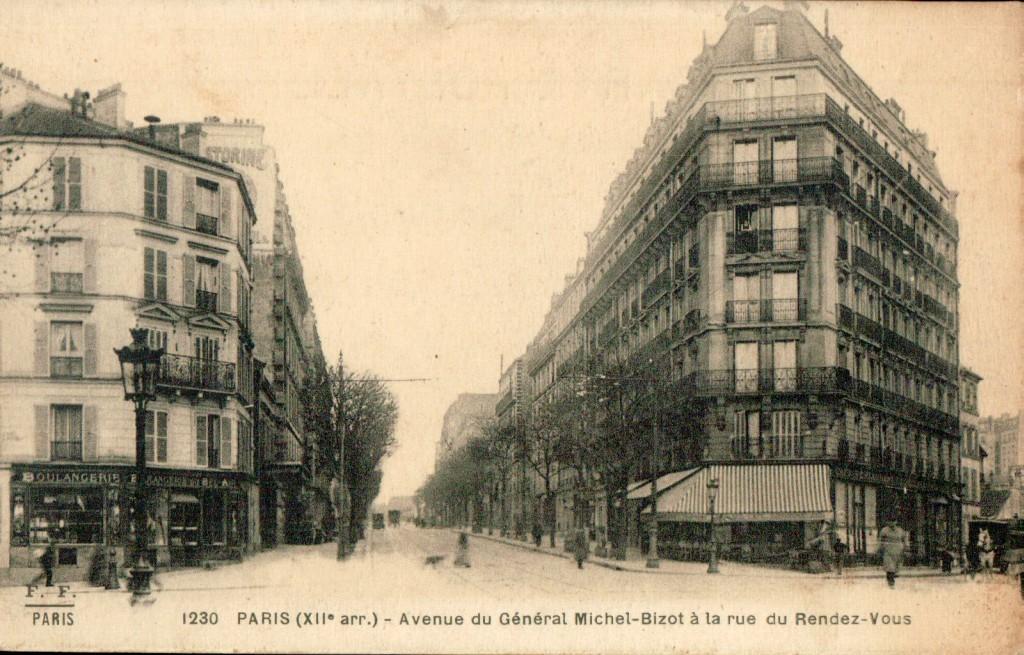 La boulangerie au début de la rue du rendez vous.