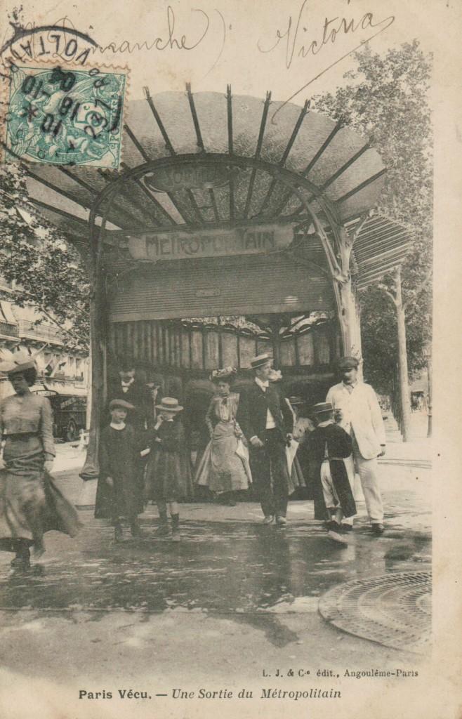 Paris vécu - La sortie du métropolitain.