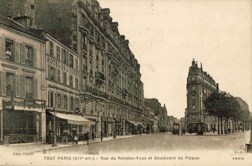 Rue du rendez-vous et boulevard Picpus.