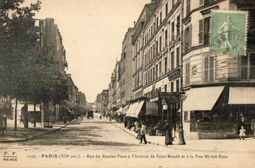 Le debut de la rue du rendez-vous.