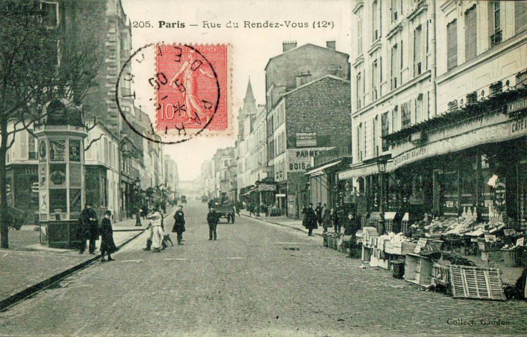 La place rue du rendez-vous.