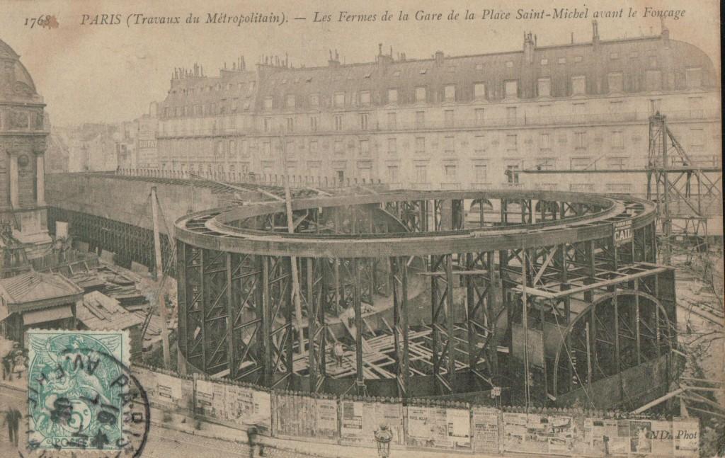 Les fermes de la gare de la place Saint Michel avant le fonçage.