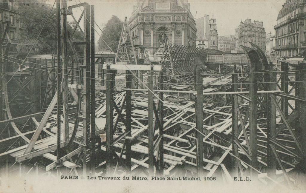 Les travaux du métro. Place Saint Michel 1906.