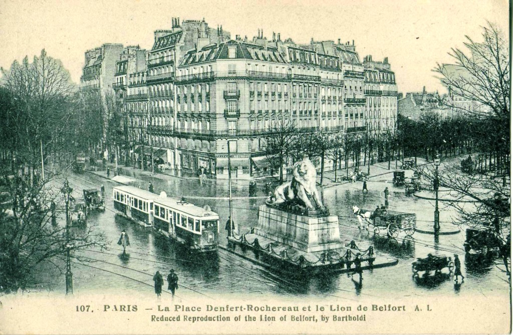 Paris - La place Denfert-Rochereau et le Lion de Belfort.