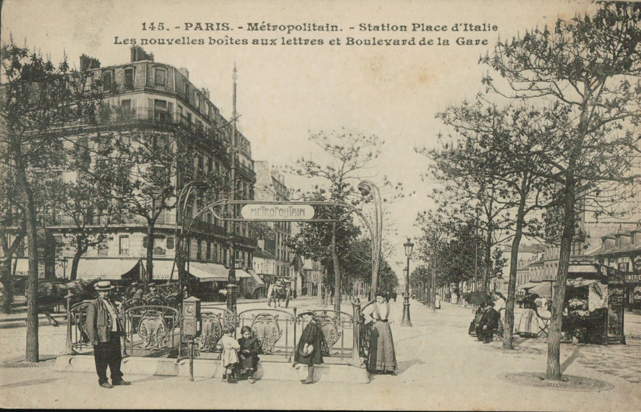 Métropolitain Station Place d'Italie - Les nouvelles boîtes aux lettres et Bd de la Gare.