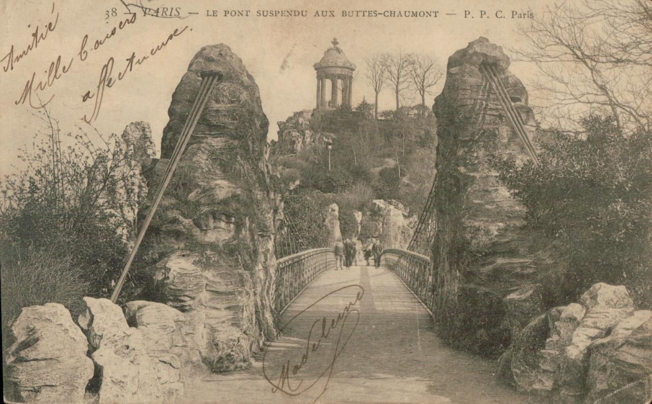Le pont suspendu aux Buttes Chaumont.